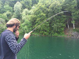 Pêche à la mouche au lac Pavin, guide de pêche à la mouche auvergne franck coudière