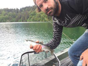 Auvergne Pêche à la mouche au lac Pavin, guide de pêche à la mouche