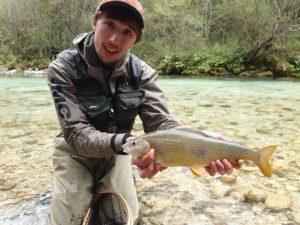 Pêche à la mouche de l'ombres en Slovénie guide de pêche auvergne franck coudière